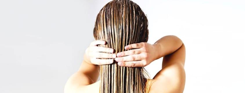 Luonnonkosmetiikka Hiuksille: Shampoot, Hoitoaineet, Hiusnaamiot ja Muotoilutuotteet